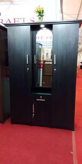 Dressing almari 3 door black colour
