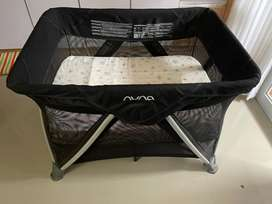 Nuna Sena baby box portable