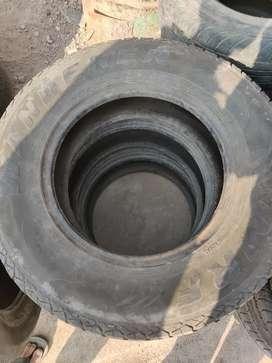 Used tyre 235/70/R16 for Mahindra Scorpio