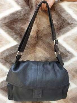 Tas import eks fashion hitam kulit asli tebal lembut slempang simpel