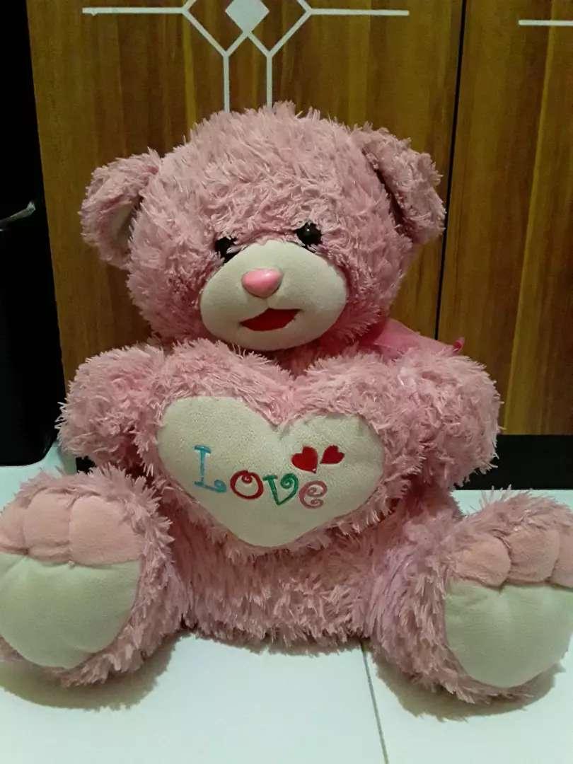 Boneka beruang warna pink 30.000 ukur an sedang kondisi masih bagus 0