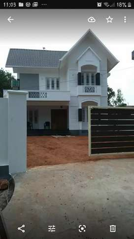 POSH HOUSE AT MARADU. VER GOOD CONSTRUCTION.