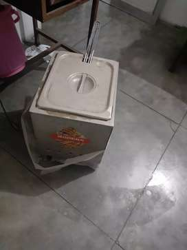 Deep fryer for RESTAURANT or home, gas operated.