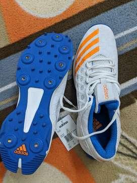 NEW Original ADIDAS Adizero cricket shoes with spikes - size 10