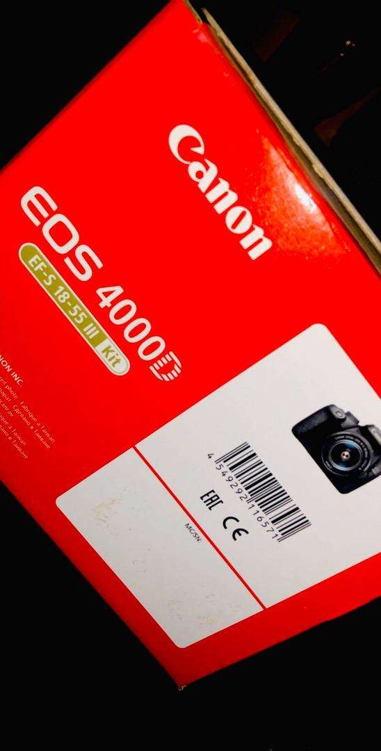 Canon 4000D with kit lense packed 0