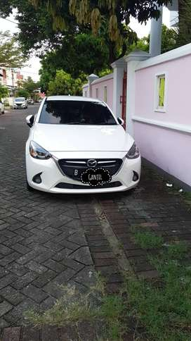 Mazda 2 Skyactiv R putih mulus terawat