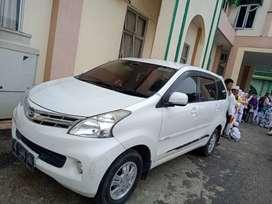 Mobil Xenia putih 1 tangan