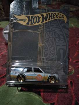 Hot Wheels Datsun satin