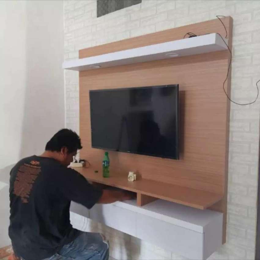 meja tv backdrop tv 55 inch hpl + 2 lampu