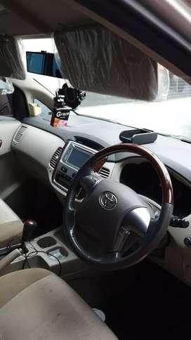 Innova v luxury 2014 bensin