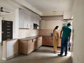 4 bhk semi furnished flat available in 4th avenue