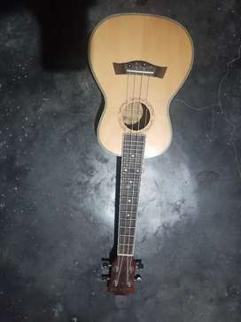 KADENCE Ukulele with equaliser