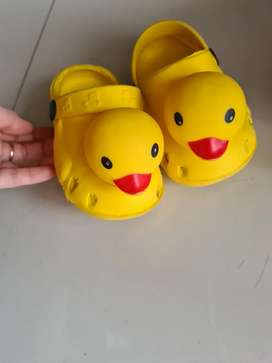 Sandal Bebek beli dithailand sudah kekecilan