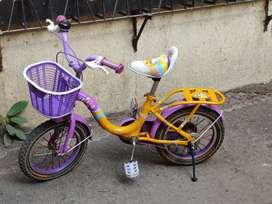 Kids bicycle, sparingly used, adjustable side wheels,