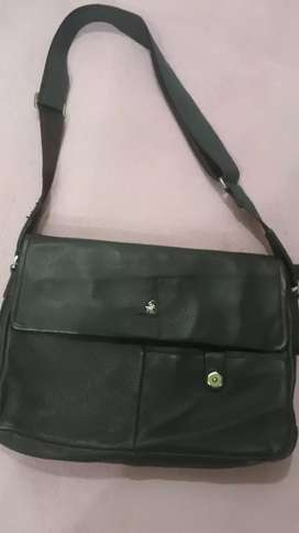 Bag of original and pure leather in best condition
