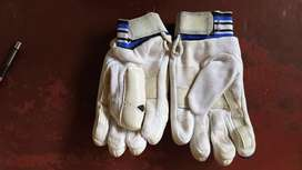 Cricket batting hand gloves( righty)