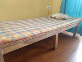 A single bed with mattress (6×4 feet) for sale