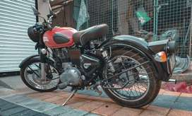 Royal Enfield classic 350 Redditch red colour.
