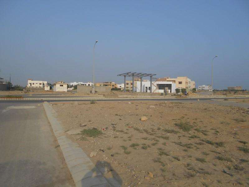 Prime Location 1000 Square yard (F) STREET  FACING HILAL PARK Resident