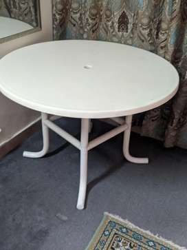 Plastic fibre lawn table
