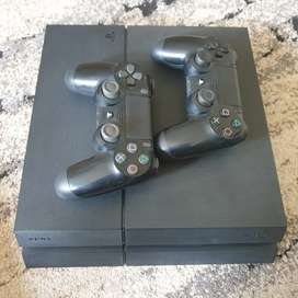 Ps4 500gb with two controller 4 game titles