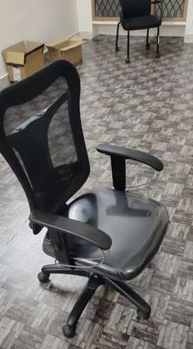 Office chairs of aster brand very neat condition