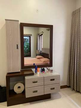 Most beautiful dressing table 5drawers with fix mirror wall
