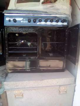 Cooking range with 3 burners