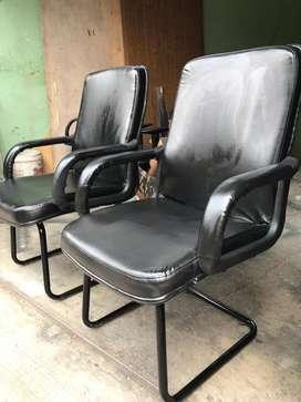 Kursi kantor hadap besar kaki besi, Kulit seperti baru mulus