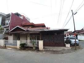 Jual Rumah Dua Lantai di Hook Lokasi di Siteba Padang