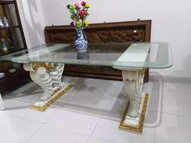 Meja makan kaca tanpa kursi