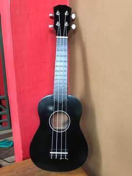 gitar ukulele warna hitam