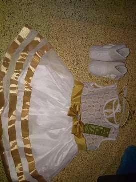 Gaun dan sepatu baby