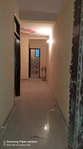 Ready to move 2 bhk flats hi flats in noida sector 31