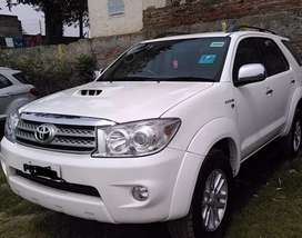 Toyota fortuner manual 4*4 2011 single owner well maintained.