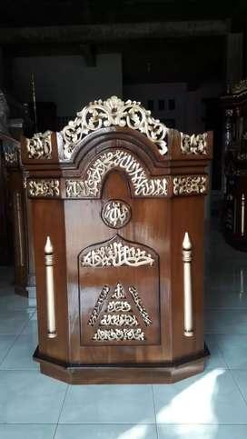 Mimbar jati tua indoor masjid//mushola