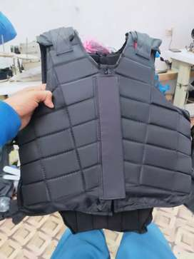 Equestrian protective vest for horse riding
