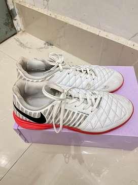 jual sepatu futsal