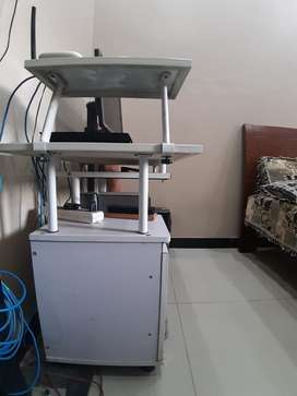 Salam im selling computer trolly/ office table