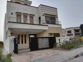 Real pic 10 Marla new House for Rent in D Bolck Bahria Town phase 8