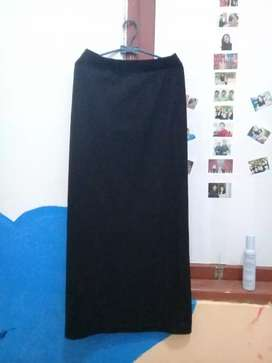 Rok hitam fit M