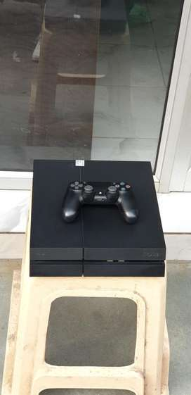 PS4 1TB 7.55 variant with 1 controller & 20 games in system