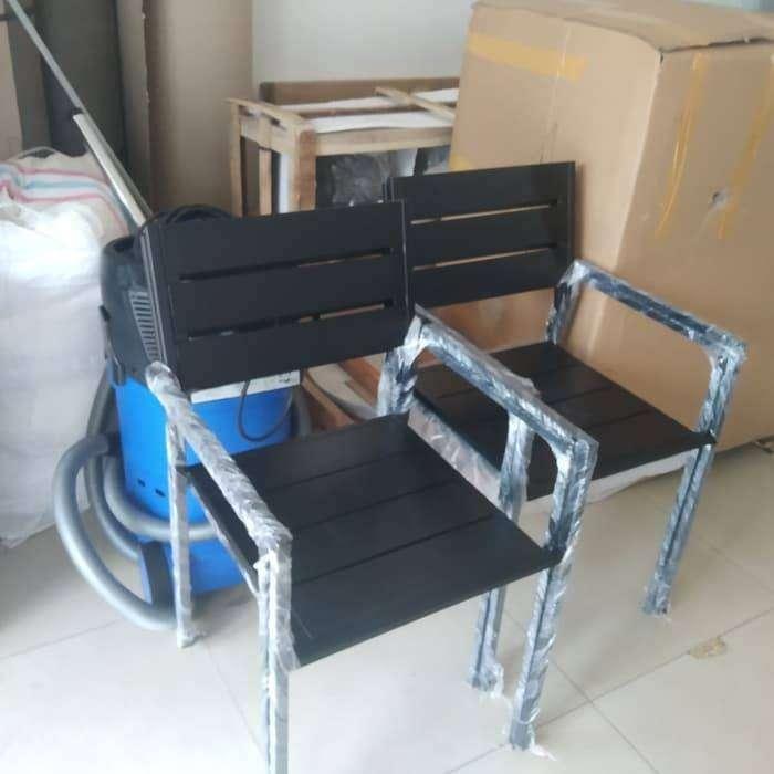 Meja dan Kursi Besi Outdoor 1 set 0