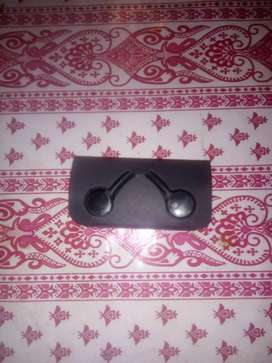 S10 handfree only in 500Rs Quality amazing