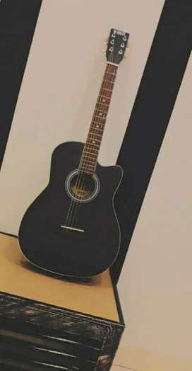 Original brand new Acoustic guitar  with capo,bag and other things