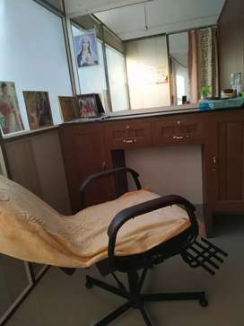 Beauty parlor for sell