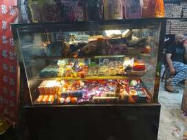 Display counter fir chocolate cake pastry very gofor od condition .