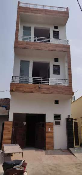 brand New Building only for family  rent front park located