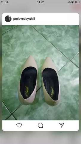 Heels warna cream