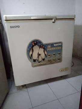 Dijual freezer box SANYO 2,3JT